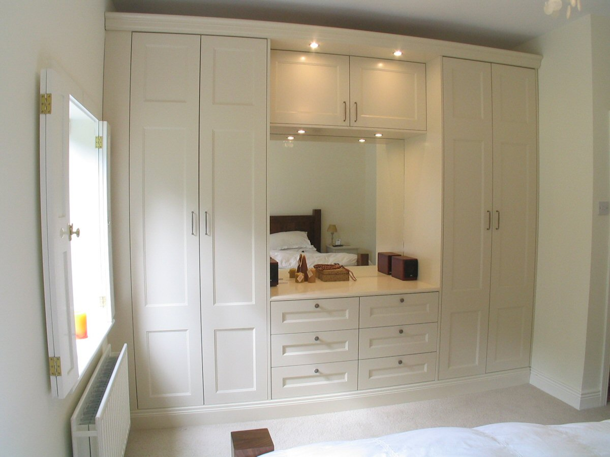 Traditional_cream_wardrobes_2