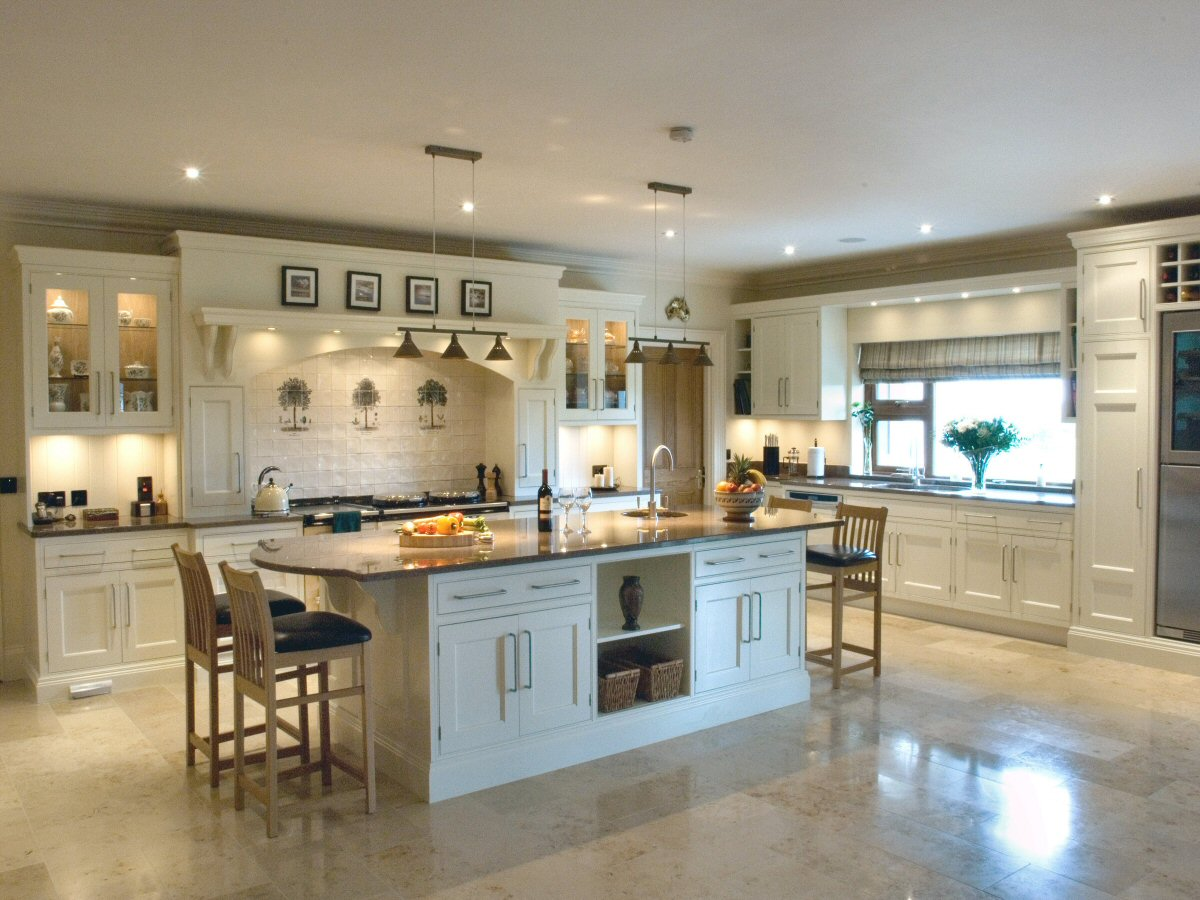 Traditional_hand Painted_cream_kitchen_1