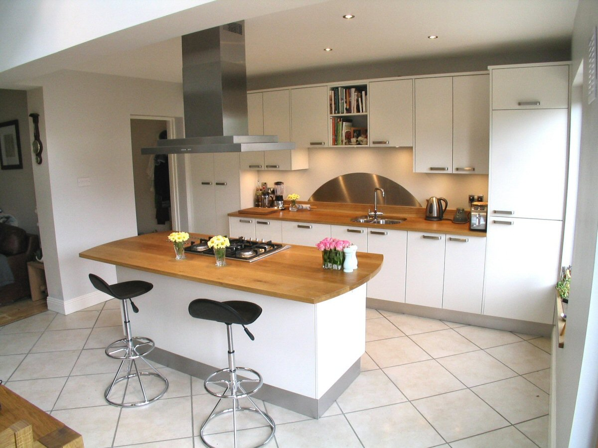 white_with_oak_worktop_1